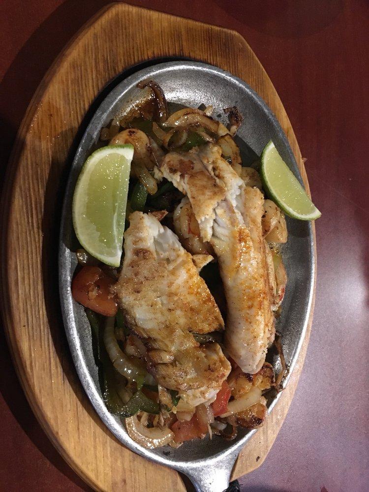 El Paso Mexican Restaurant: 197 N Fayette St, El Paso, IL