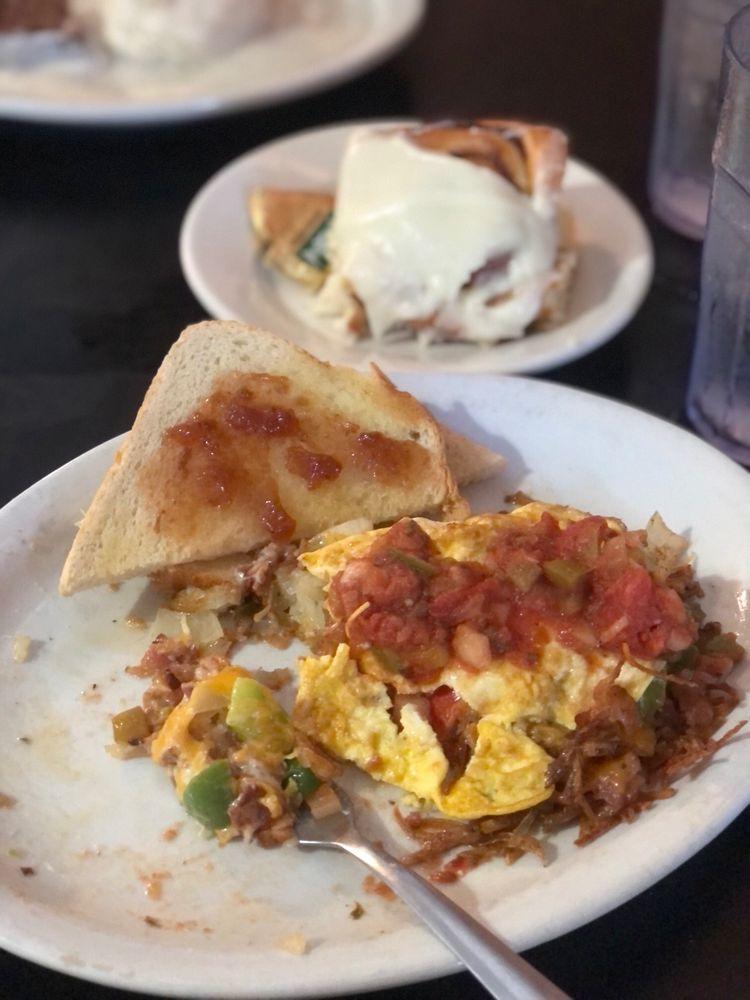 Kerry's Restaurant & Catering: 119 N 1st Ave, Mc Cool Junction, NE