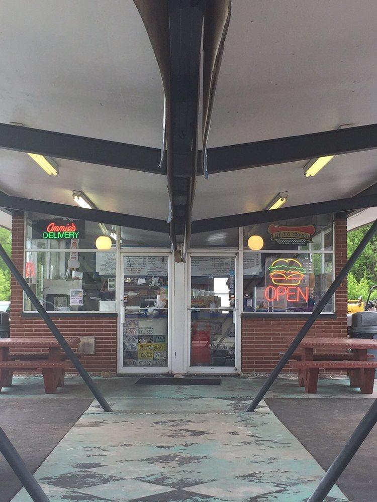 Annie's Burger Town: 645 N Lincoln St, Elkhorn, WI