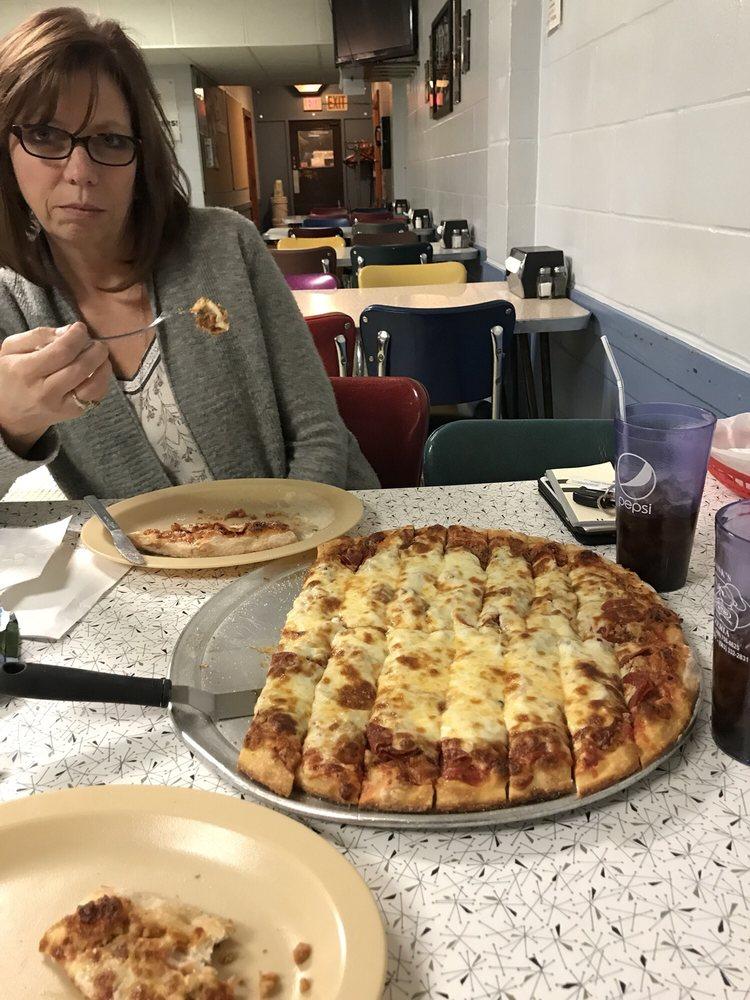 Frank's Pizzeria: 711 1st Ave, Silvis, IL