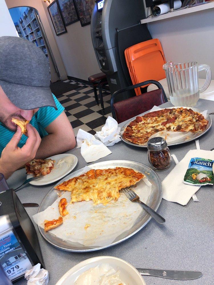 Dudley's Pizza & Sandwich Shop: 320 Mill St W, Cannon Falls, MN