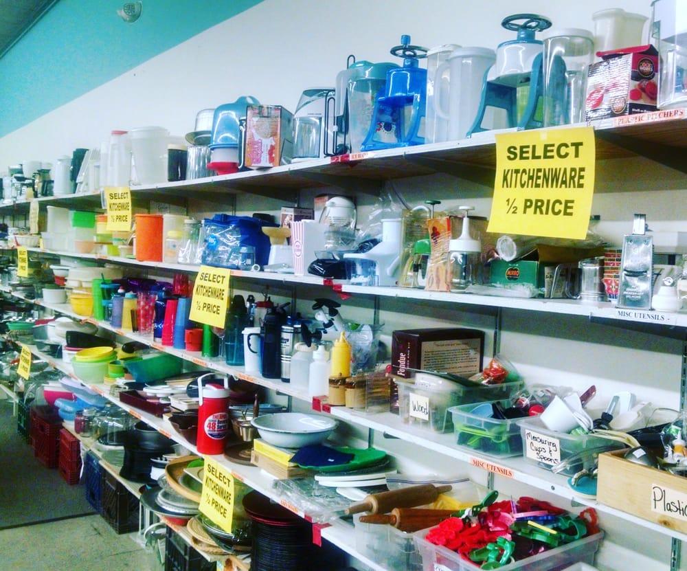 Trinkets & Togs: 114 10th St SW, Waverly, IA