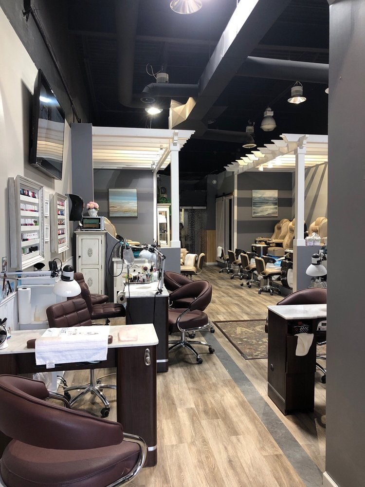 Aqua Spa Nails: 761 Indian Boundary Rd, Chesterton, IN