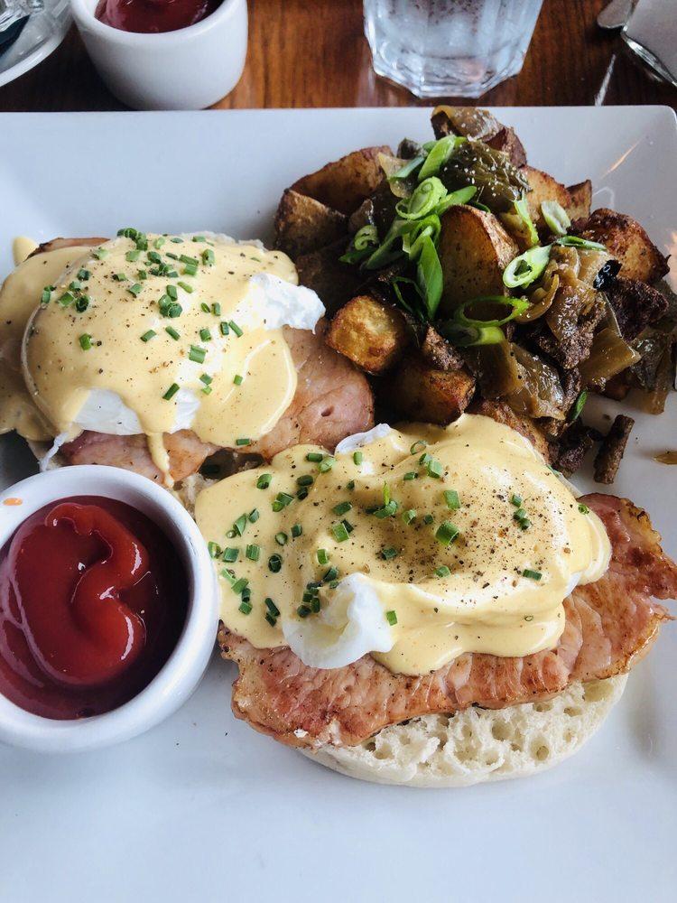 The Loft Restaurant & Bar: 315 1st St SE, Bandon, OR