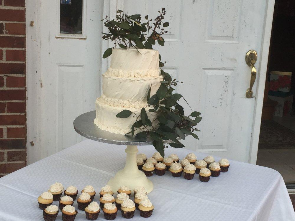 Testimonies Bakery: 108 E Albion St, Avilla, IN
