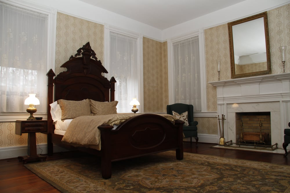 The Johnston-Torbert House Bed & Breakfast: 1101 South St, Greensboro, AL