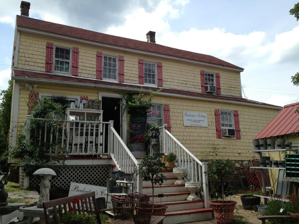 Beekeeper's Cottage: 14434 James Monroe Hwy, Leesburg, VA