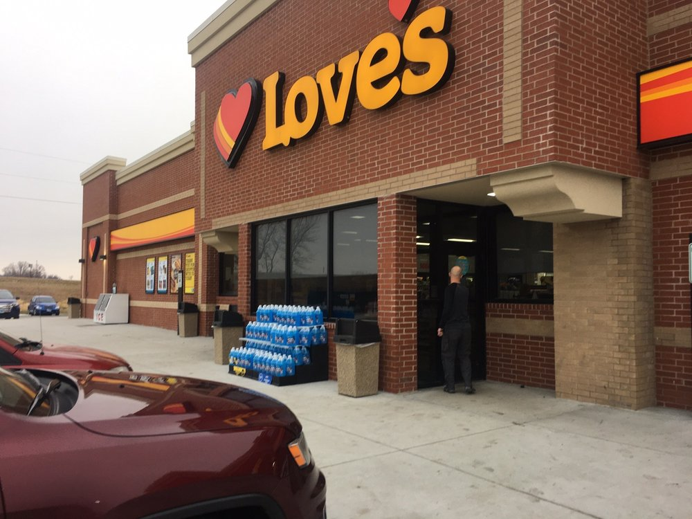 Love's Travel Stop: 5 South State St, Atkinson, IL