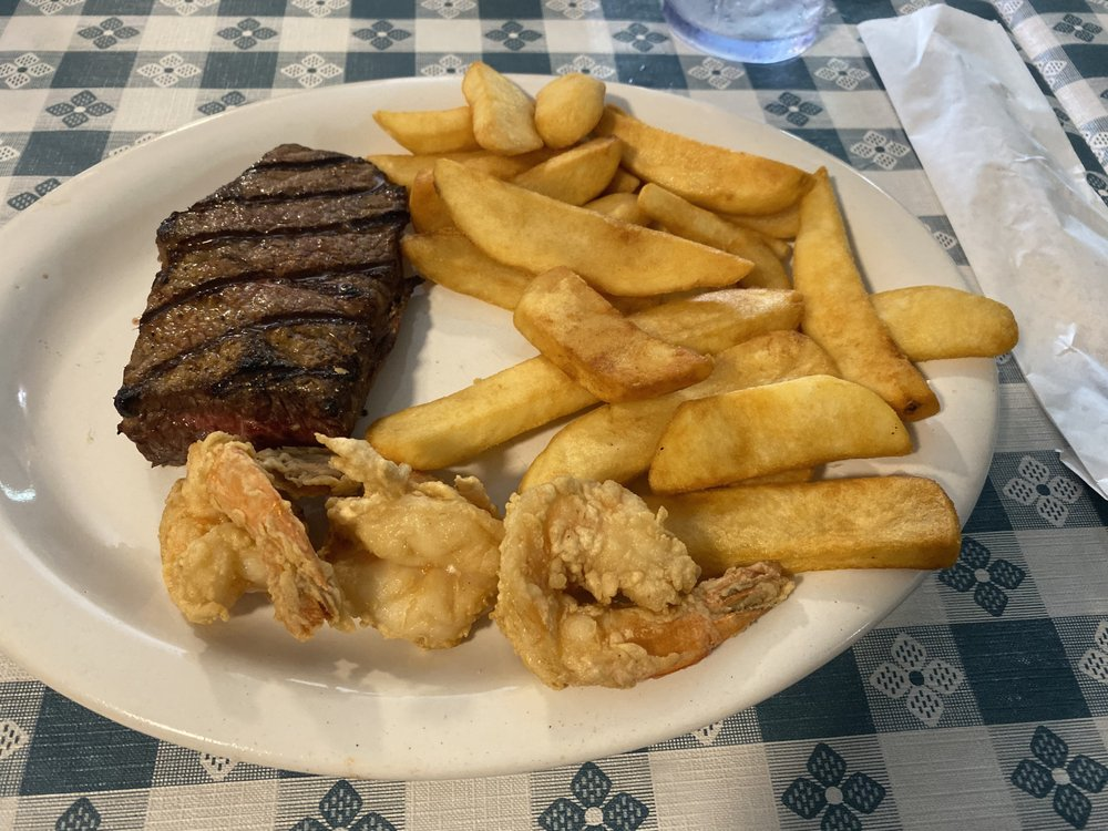 Reef & Beef Restaurant & Lounge: 2079 SE Hwy 70, Arcadia, FL