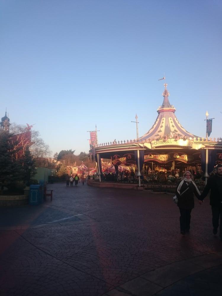 Fantasyland amusement parks disneyland paris marne la for Amusement parks in paris