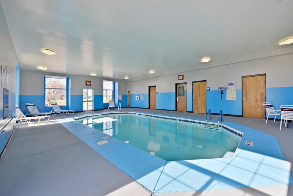 Americas Best Value Inn & Suites: 7323 State Rt 37 E, Sunbury, OH