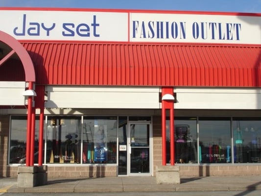 The VF Factory Outlet Mall is one of the popular outlet malls in Massachusetts with more than 12 stores. The outlet center you can visit at: Faunce Corner Road, North Dartmouth /5(44).