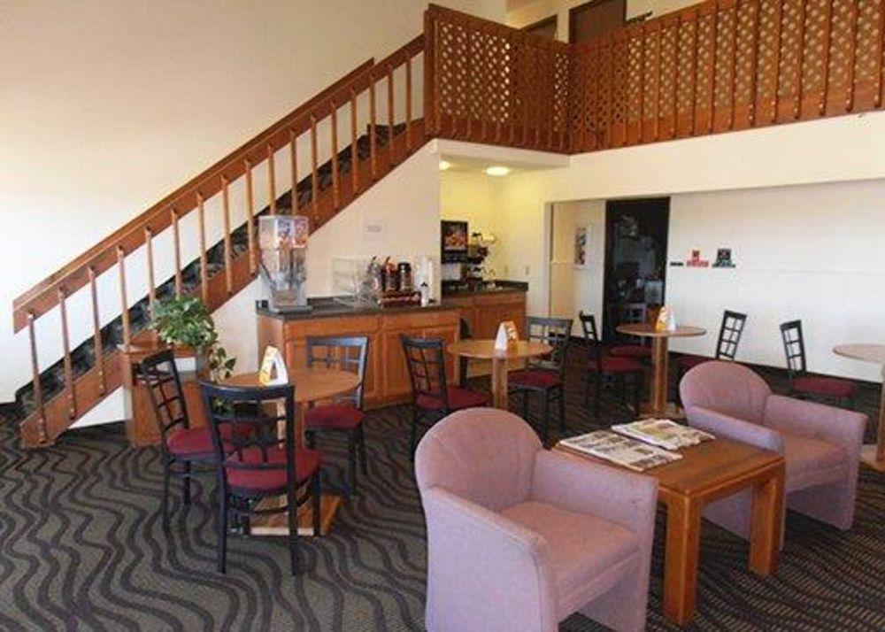Econo Lodge: 27882 Frontage Rd, La Junta, CO