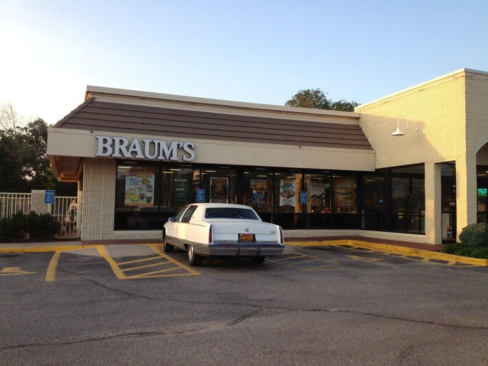 Braum's Ice Cream & Dairy Store: 911 W 8th St, Wellington, KS