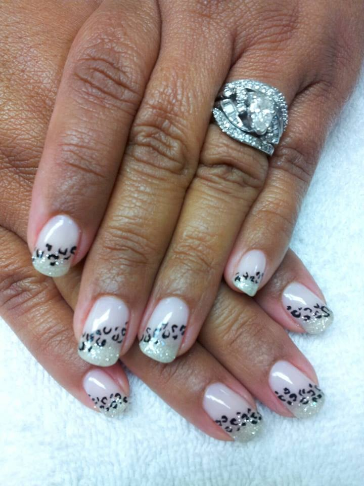 Neutral Glitter Color With Elegant Cheetah Design At Top Nails And
