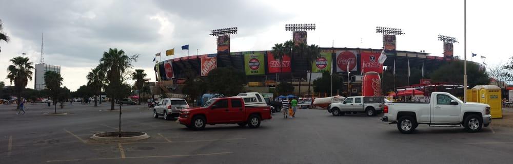 Estadio universitario 15 fotos 13 beitr ge puerta 13 for Puerta 9 estadio universitario