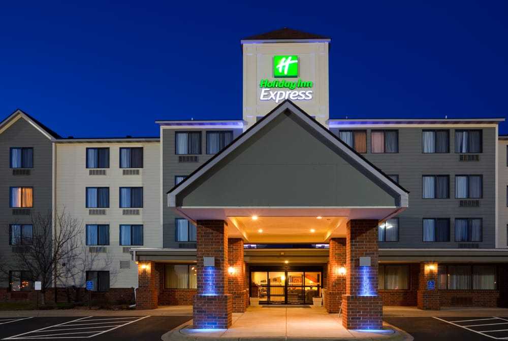 Holiday Inn Express & Suites Coon Rapids-Blaine Area: 9333 Springbrook Dr NW, Coon Rapids, MN