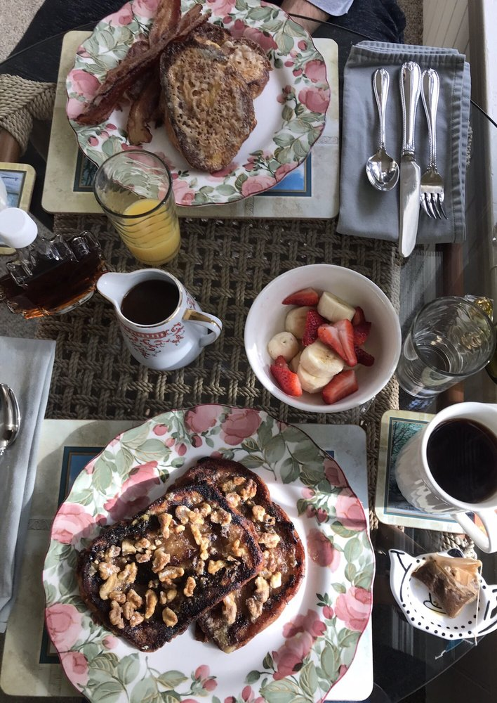 Manheim Manor Bed and Breakfast: 140 S Charlotte St, Manheim, PA