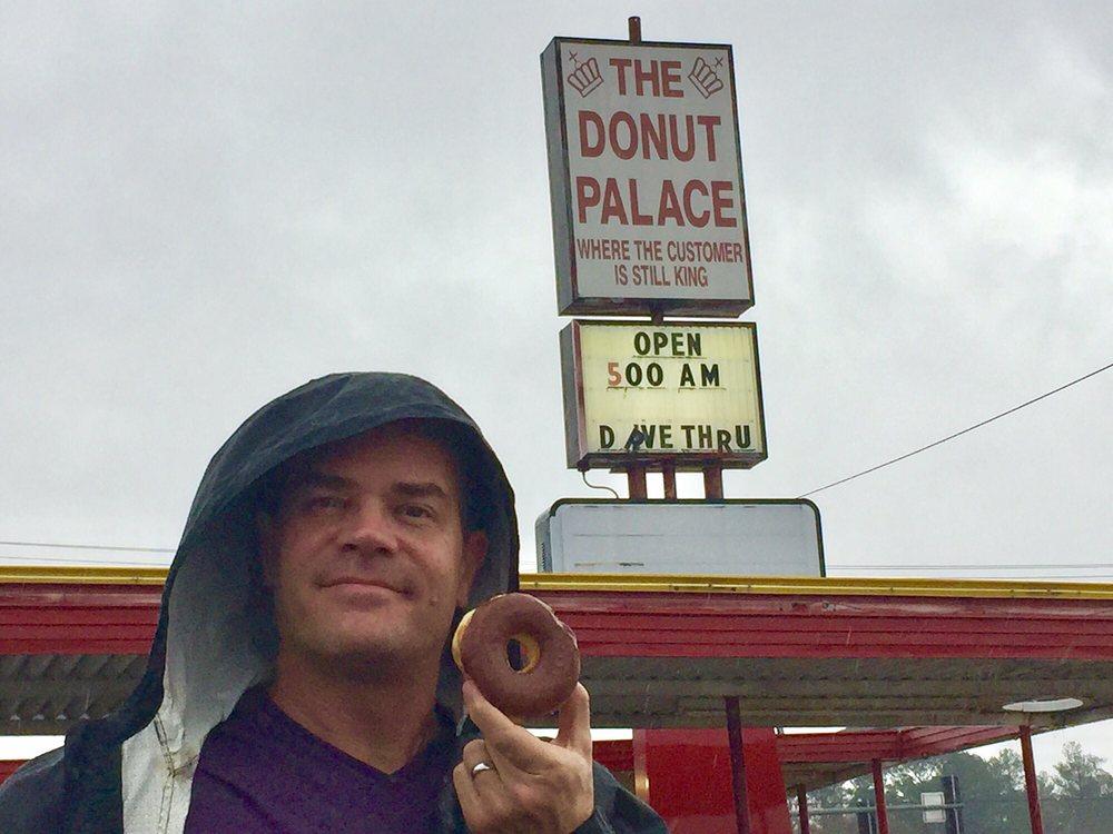 Donut Palace: 701 E Collin Raye Dr, De Queen, AR