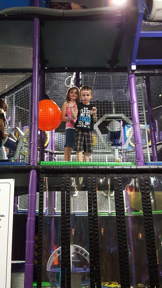 Scotties Fun Spot: 8000 Broadway St, Quincy, IL