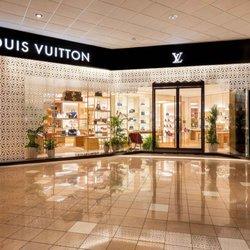 8e25de433462 Louis Vuitton New Orleans - 13 Photos - Leather Goods - 333 Canal St ...