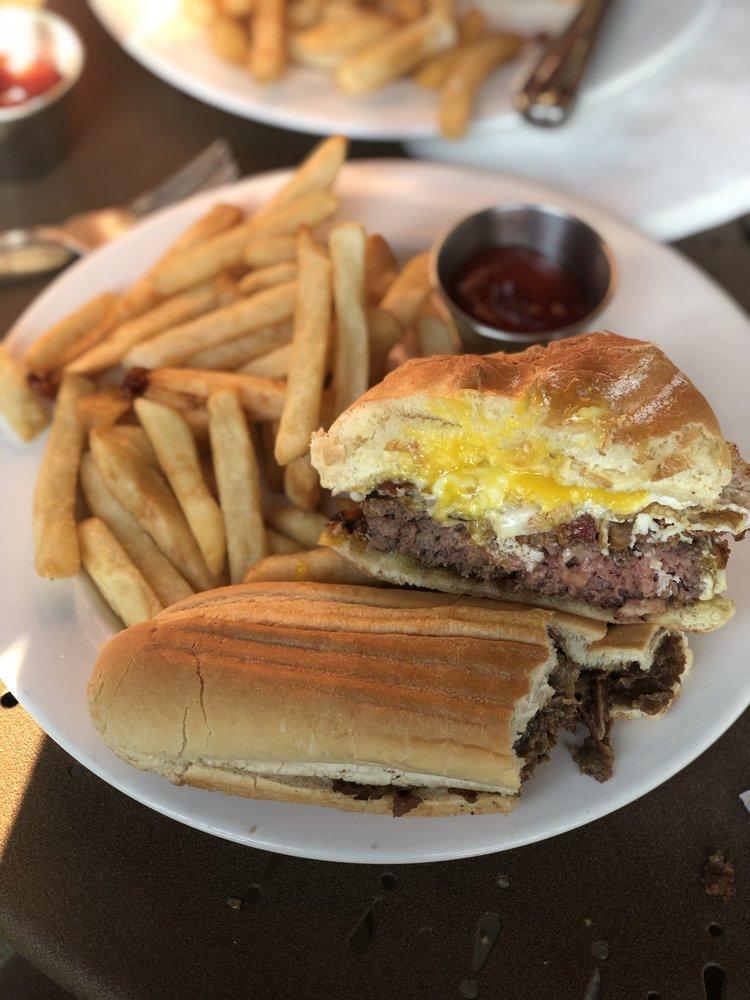The Barn Restaurant & Bar: 5 Watertown Rd, Morris, CT