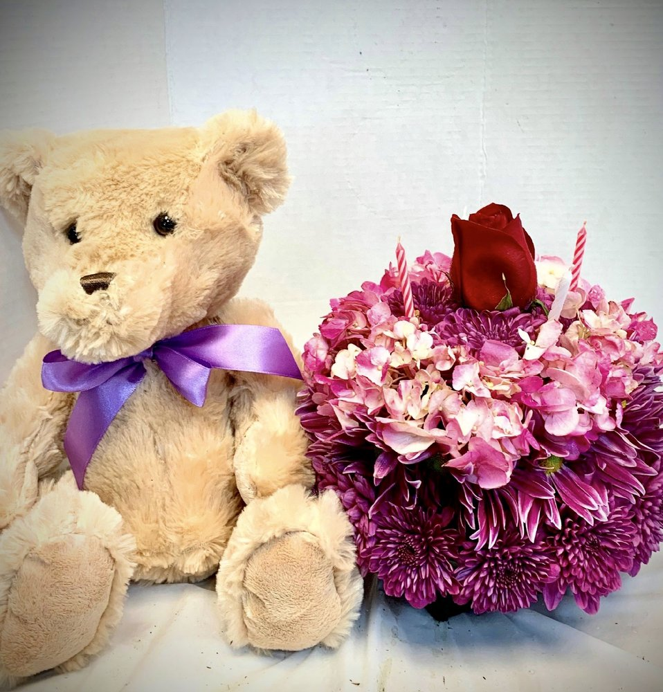 Petal Pusher Florist: 6 Elizabeth St, Derby, CT