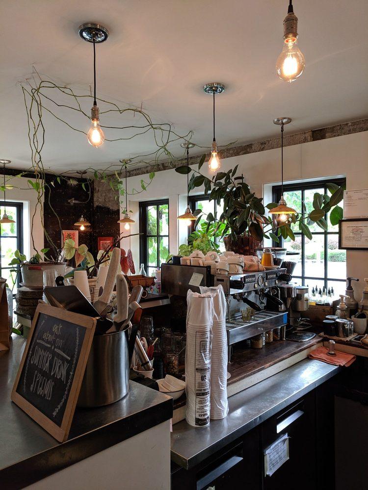 Roost Coffee & Market: 125 SE Spring St, Pullman, WA