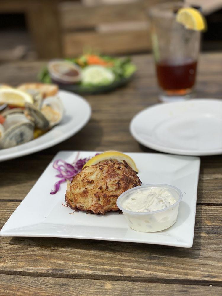 Island House Restaurant & Marina: 17 Atlantic Ave, Wachapreague, VA