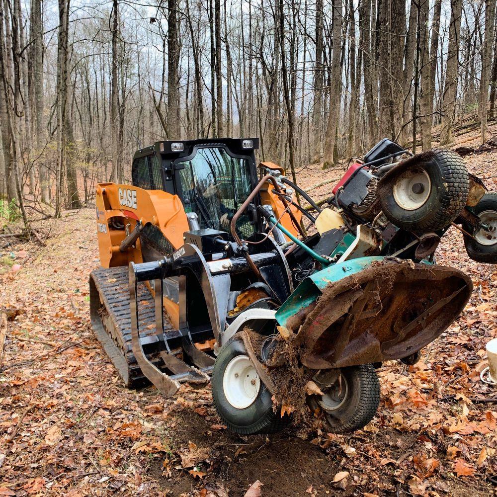 Garbage Grabbers: 1606 Helmsdale Dr, Forest, VA