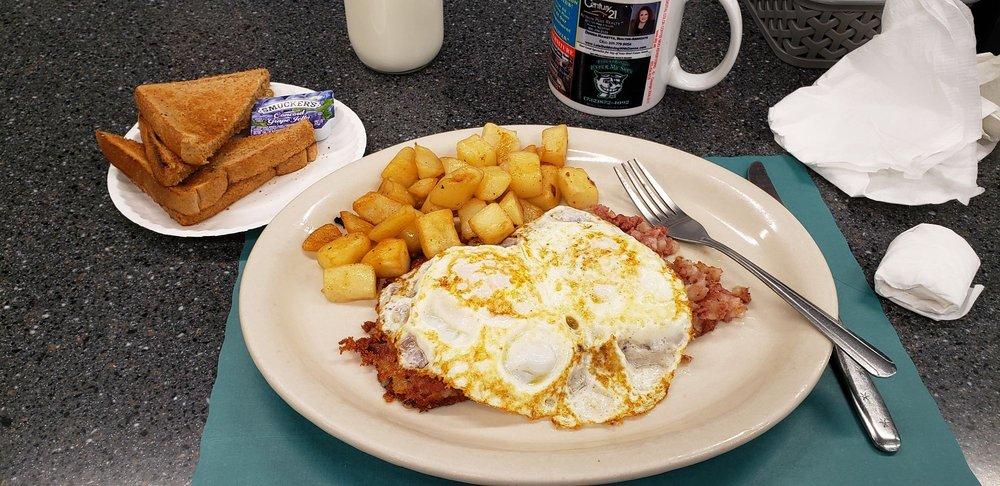Jillaney's Luncheonette: 220 Main St, Keansburg, NJ
