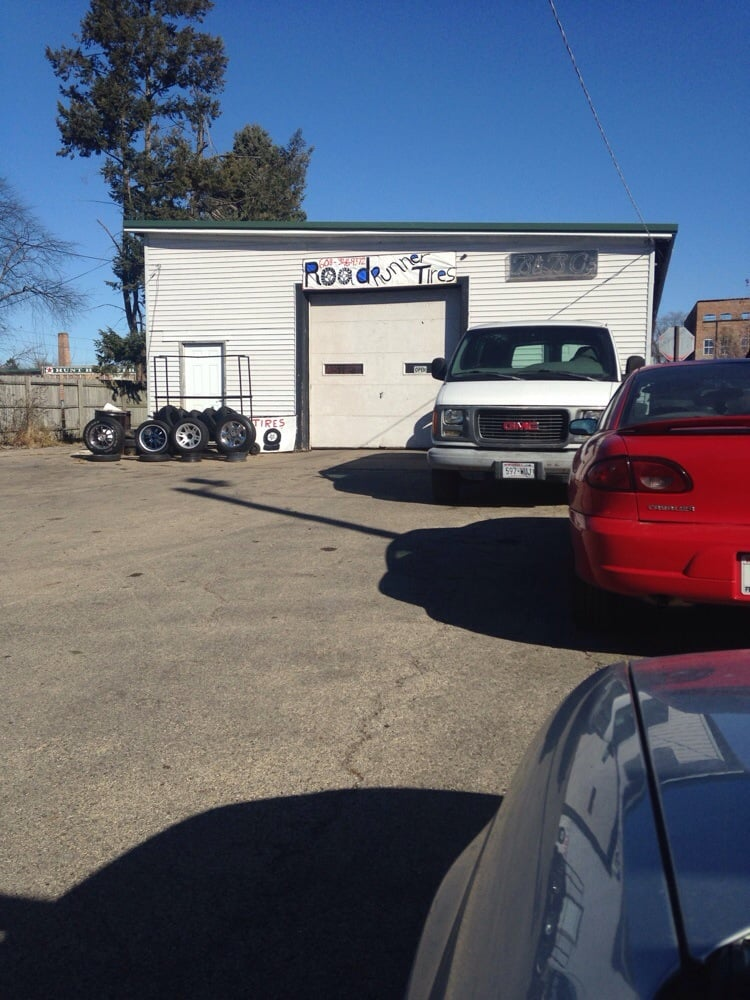 Road Runner Tires: 405 W Park, Harvard, IL