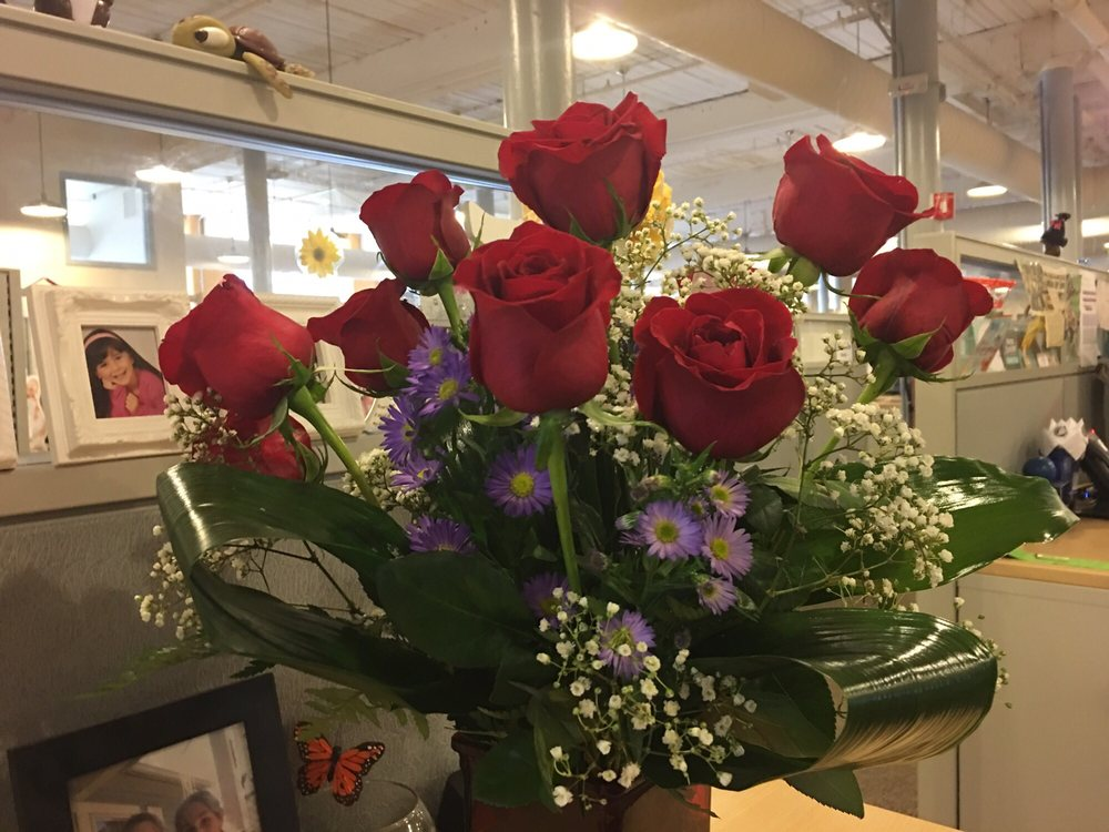 Rimmon Heights Florist: 150 Kelley St, Manchester, NH