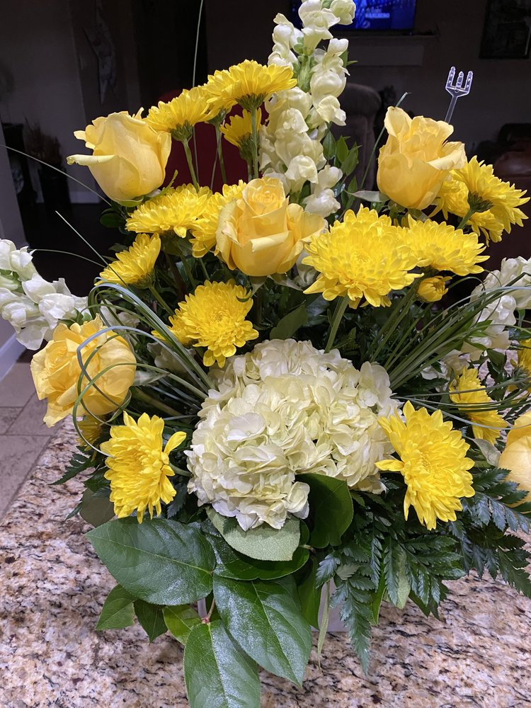 Vineyard Florist: 8528 N Hwy 146, Baytown, TX