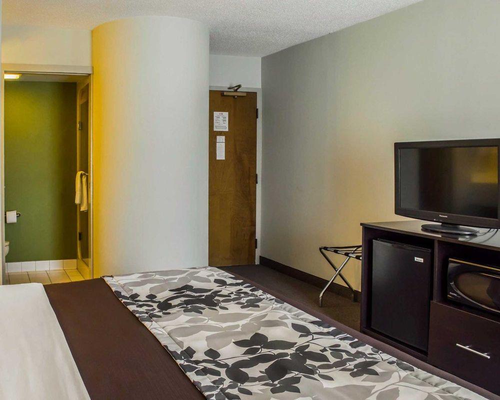 Sleep Inn: 222 Jefferson Hwy, Staunton, VA