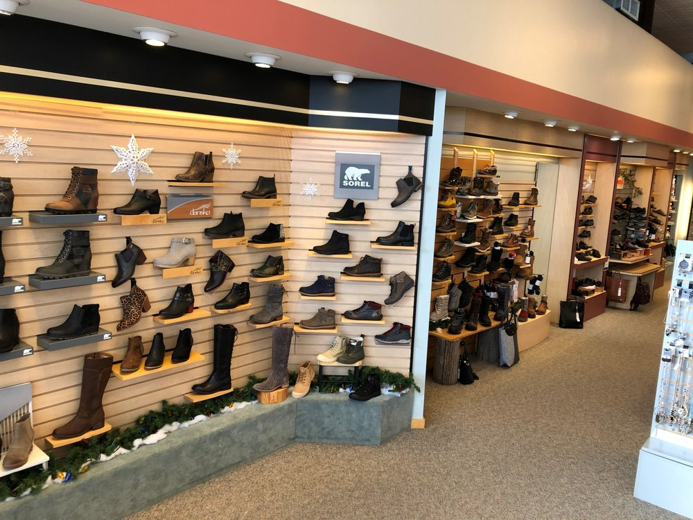 Bender's Shoes: 405 E Howard St, Hibbing, MN