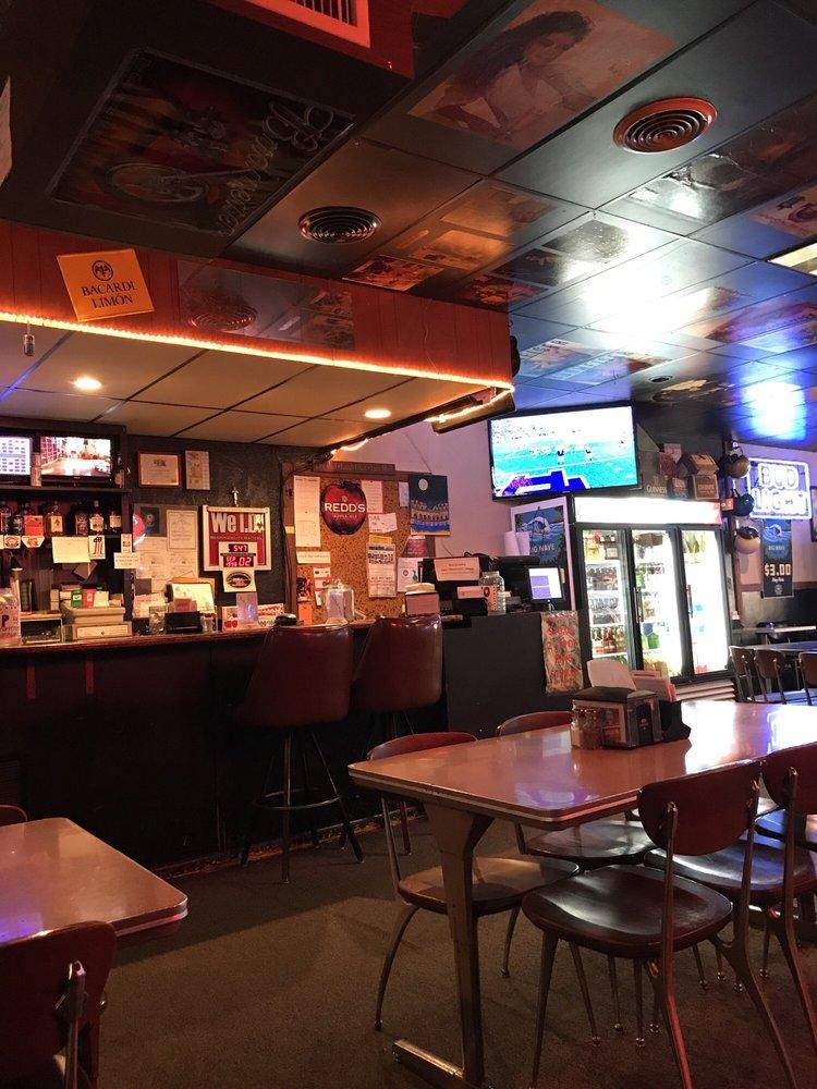 John E's Bar, Grill & Keno: 116 S Exeter Ave, Exeter, NE