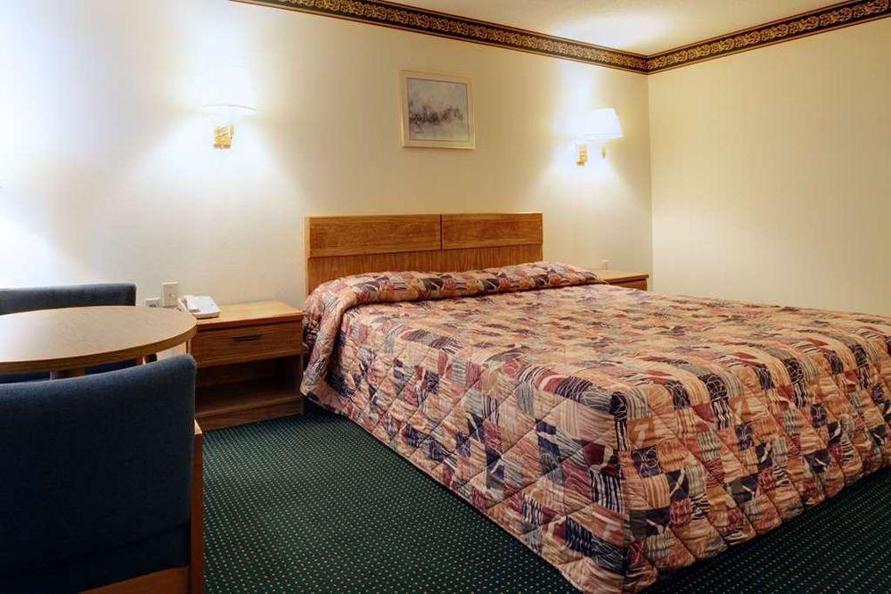Americas Best Value Inn Athens, TN: 2808 Decatur Pike, Athens, TN