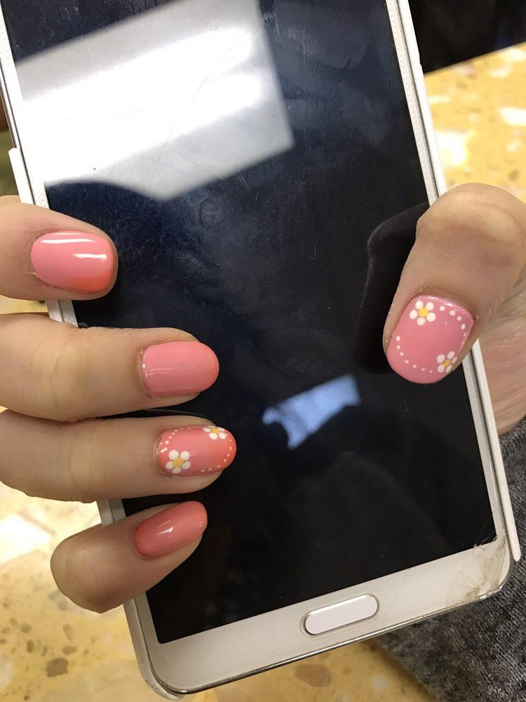 Photo of Queen's Nails: Champaign, IL
