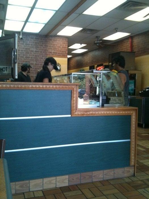 Subway: 5225 Highland Rd, Baton Rouge, LA