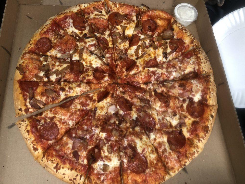 Queen's Pizza & Wings