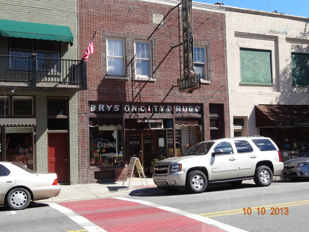 Calby's Antiques: 108 Everett St, Bryson City, NC