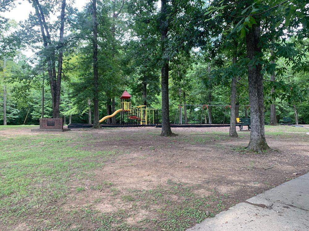 Buck Creek Park: 701 6th Ave SW, Alabaster, AL