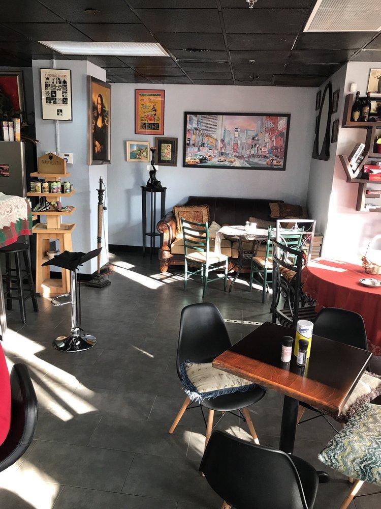 Deja vu Cafe: 401 1st Ave N, Saint Petersburg, FL