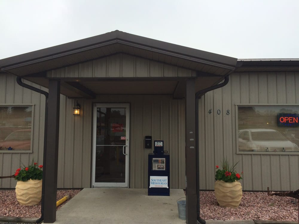 Berghoff's Cafe: 408 Rose Con Rd, Scott City, MO