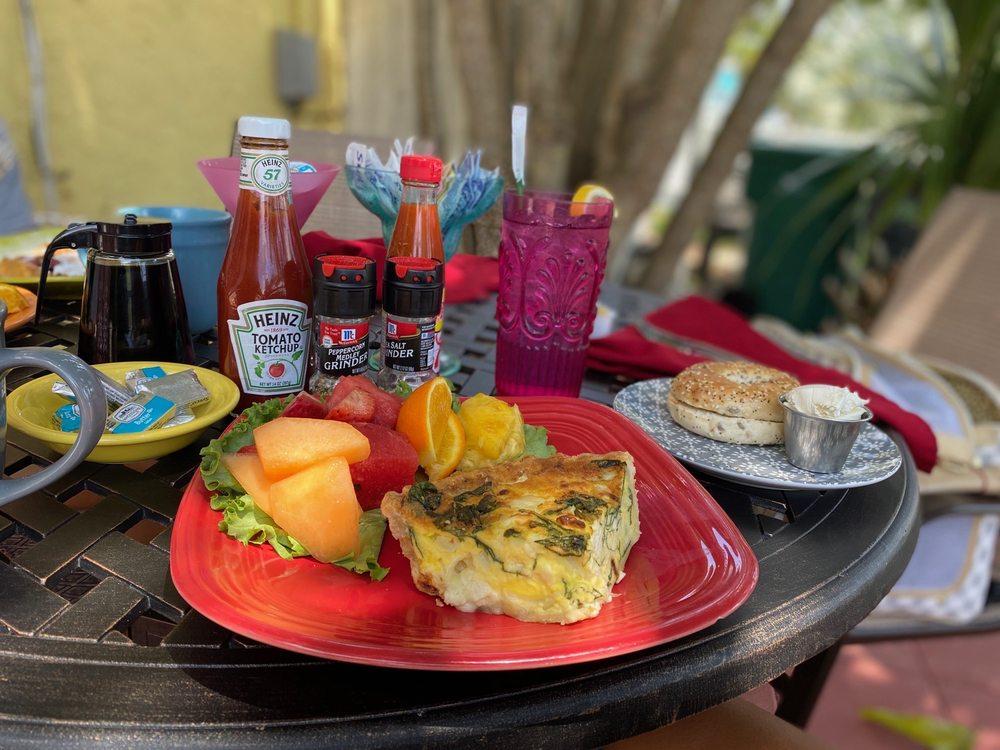 Simply Delicious Cafe & Bakery: 125 N Orlando Ave, Cocoa Beach, FL