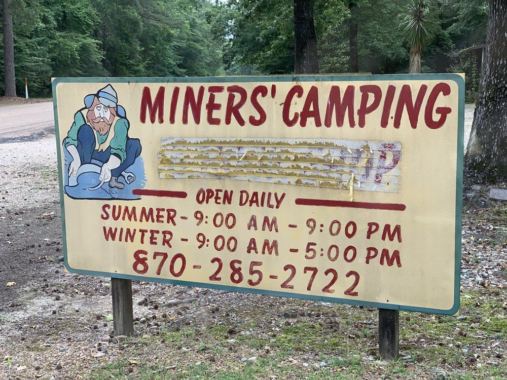Miner's Camping & Rock Shop: 2235 Highway 301 S, Murfreesboro, AR