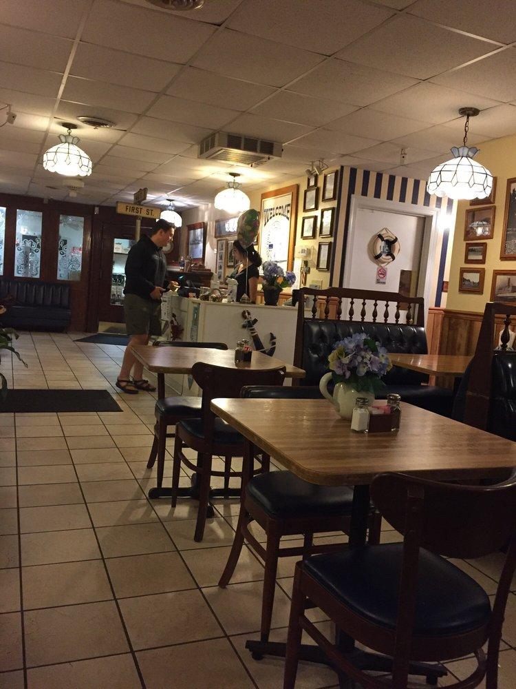 Tony & George's Seafood & Italian Restaurant: 2880 King William Ave, West Point, VA