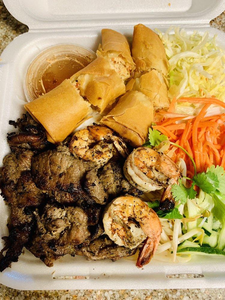 Mẹ Viet Kitchen: 2524 E Franklin Blvd, Gastonia, NC