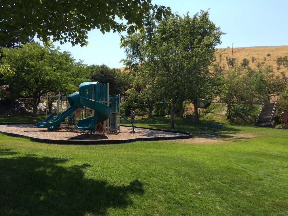 Earl Snell Memorial Park: Beech St, Arlington, OR